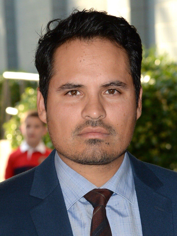 portrait of Michael Peña